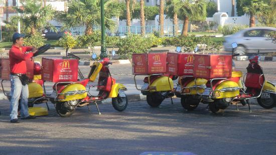 Sonesta Club: Macdonalds do delivery - 2 mins from hotel