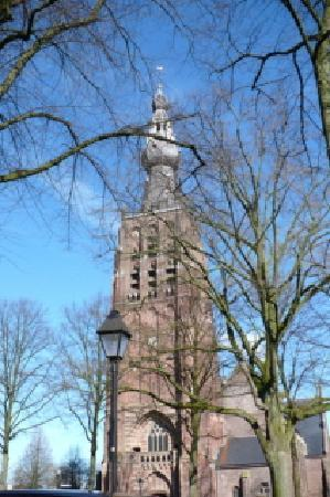BenB Apollo: The church tower in downtown Hilvarenbeek