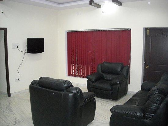 JB Serviced Apartments: Living Room