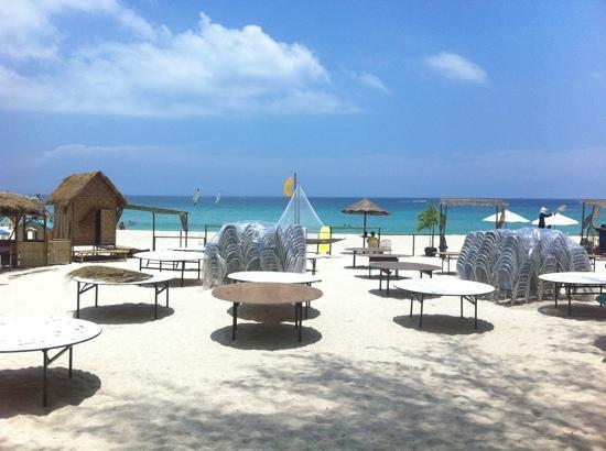 Baramee Hip Hotel: Phuket beach