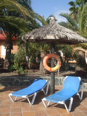 Caybeach Princess: sunbeds and shade at the pool