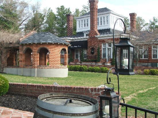 Historic Mankin Mansion Bed and Breakfast: Outside