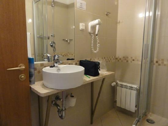 Riverside Hotel: Bathroom