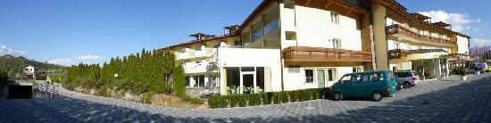 Caldaro sulla Strada del Vino, Italia: Frontansicht Hotel Weingarten