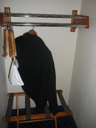 بست ويسترن سان دييجو/ميرامار هوتل: Perchero colgador ropa