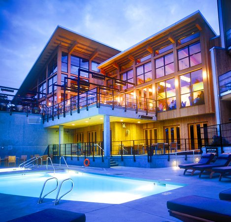 Brentwood Bay Resort & Spa: Resort Exterior- Poolside