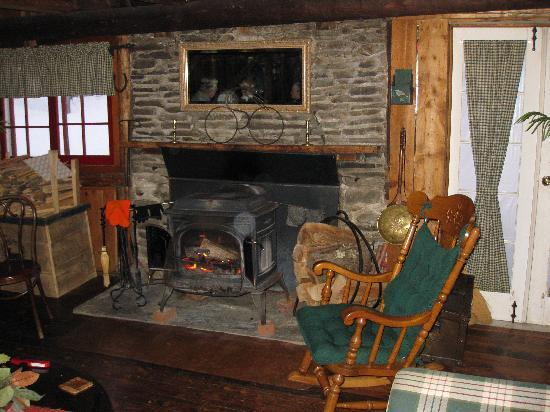 Landgrove Inn: The warm lounge after a stormy day
