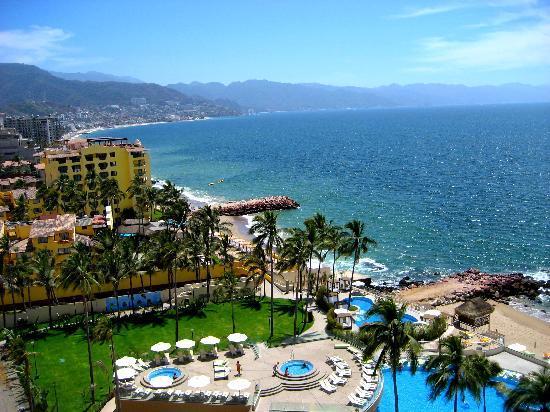 Sunset Plaza Beach Resort & Spa: The bay-such beautiful sunsets