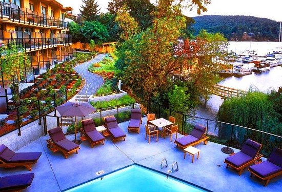 Brentwood Bay Resort & Spa: Garden Pool