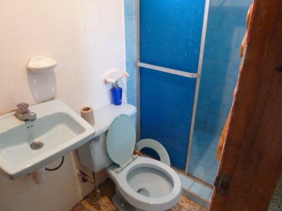 Sol y Mar Backpackers : bathroom