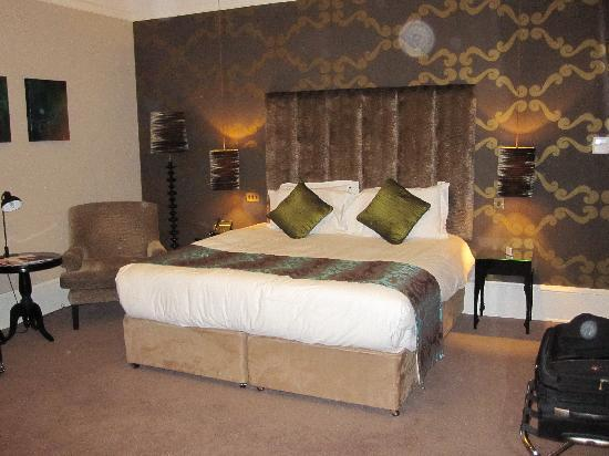 Hampton Manor: Nov 10 - very comfortable bed with quality linen