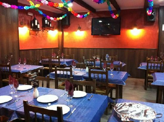 Restaurante Pizzeria Alcaniz - La Tinaja: Comedor La tinaja