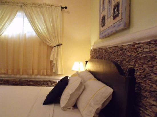 Avenue Hotel: Diplomat Class rooms, perfect for the Top Executive.