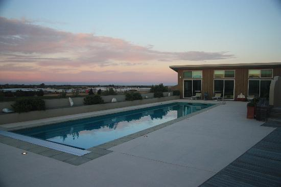 Mountain View Villa : view at sunset by pool