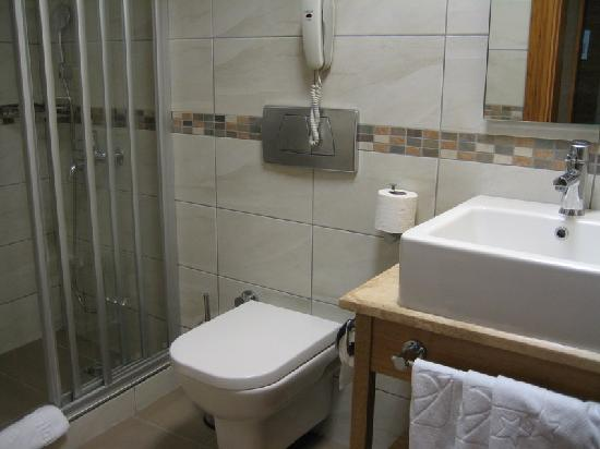 Venera Hotel: Bathroom