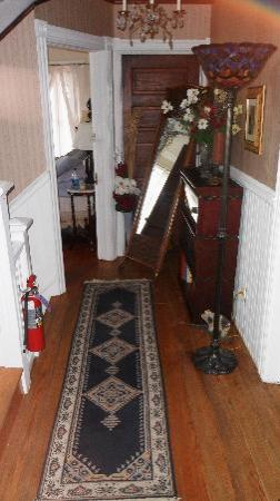 The Sea Gypsy Bed and Breakfast: Hallway where 3 of the rooms are located