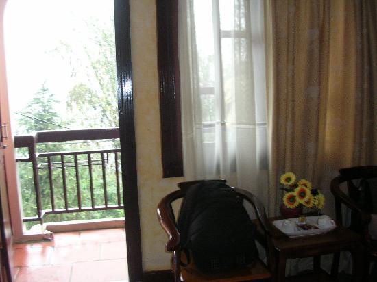 Sapa Golden Sea: coin salon devant le balcon