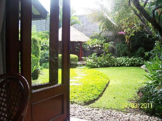 Hotel Paniisan Endah: the garden