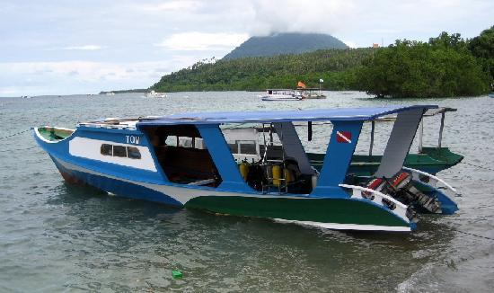 Froggies Divers Bunaken : Tom the boat