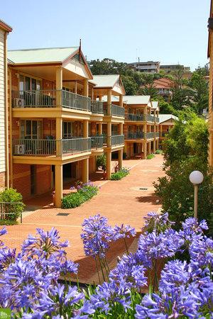 Terralong Terrace Apartments: Entrance to Terralong Terrace Apts