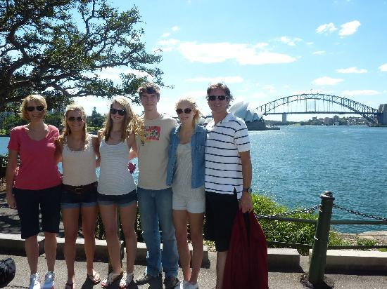 Real Sydney Tours: Perfect family photo