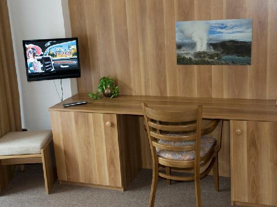Hotel Jonathan: Room - writing desk