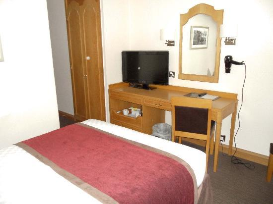 The Royal Angus Hotel: Decent room