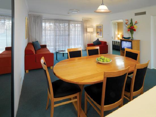 Medina Serviced Apartments Canberra Kingston: Medina Classic Canberra  - One Bedroom Apartment (Dining/Living Room)