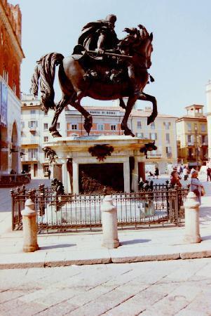 Piacenza, Italie : Piazza Cavalli