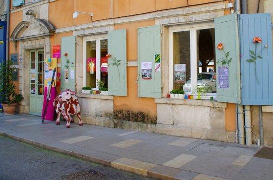 Cremieu, France : La façade