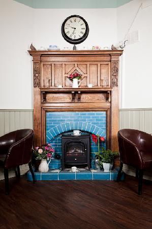 Aubergine Cafe: Warm Fireplace
