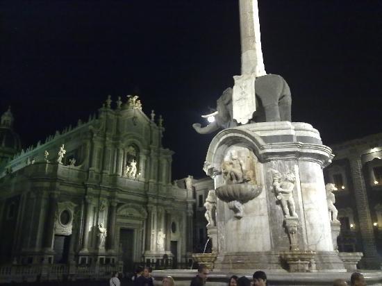 Katanya, İtalya: Il Duomo e il Liotro