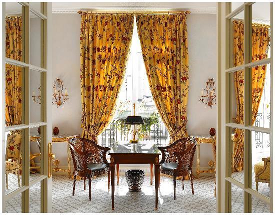 Le Bristol Paris: A Prestige Elysée Suite