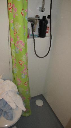 Alfa Hotel Nation : Small Shower Room