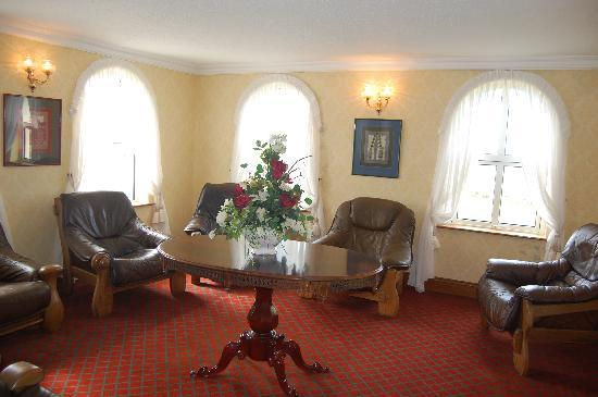 Aran View Country House: Lounge one the first floor over looking the ocean