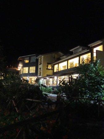 Ccapac Inka Ollanta Boutique Hotel: VISTA DE NOCHE