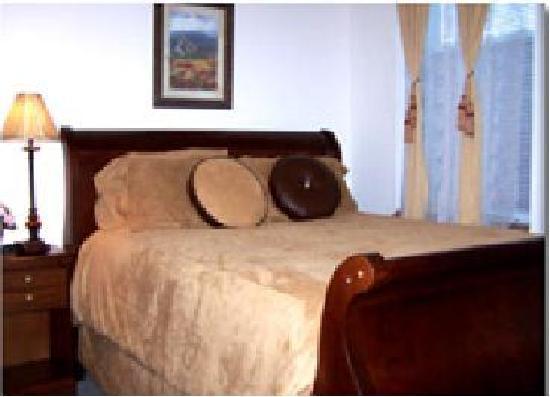 Grand Manor Suites: Bedroom