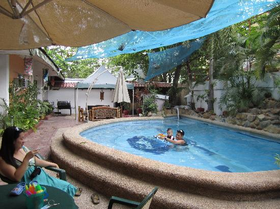 Olongapo, Philippines : Swimming pool, Lagoon Resort, Subic