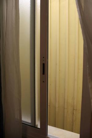 Hostal Boqueria: finestra sul vano ascensore