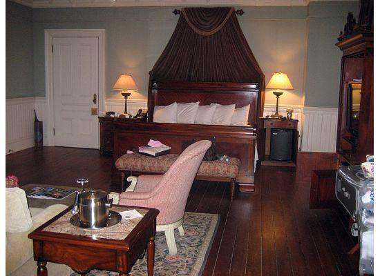 Wentworth Mansion: room