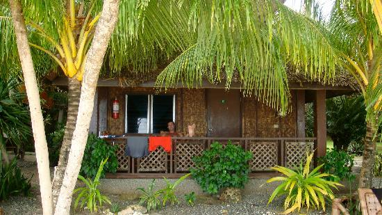 Alona Tropical Beach Resort : bungalow sulla spiaggia