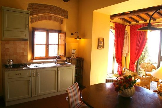 Hotel Antica Torre: Torre Antica Apartments in Medieval Tower for Rent in Italy