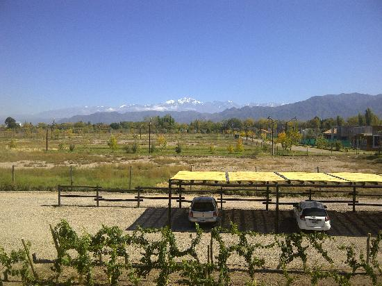 Villa Mansa Wine Hotel & Spa: View from the entrance to Andes mountains