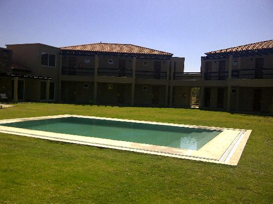Villa Mansa Wine Hotel & Spa: Backyard and swimming pool