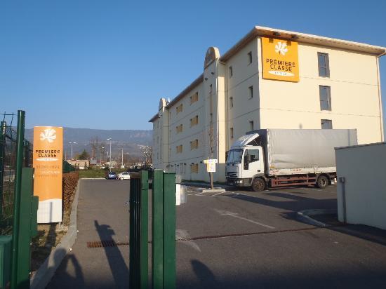 Premiere Classe Annemasse - Ville-La-Grand : The lovely exterior of Hotel Premiere Classe