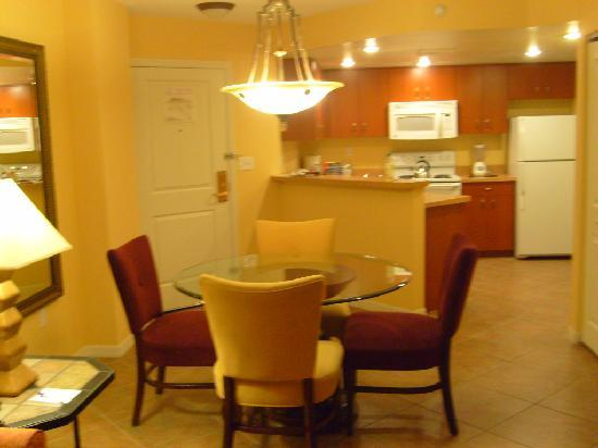 The Grandview at Las Vegas: dining area and kitchen