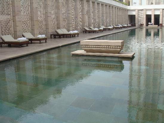 The Lodhi: huge main pool