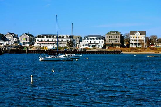 The Harborside Inn: Harborside Inn, Block Island from the breakwall