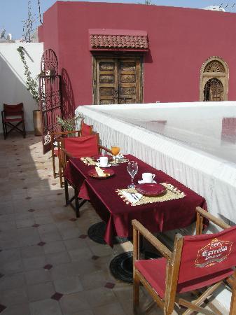 Riad La Cigale: terrazzino e camera rossa