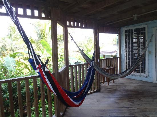 Mariposa Lodge: Porch Hammocks